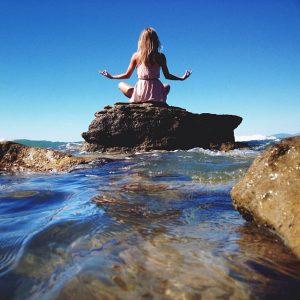meditation-femme-plage